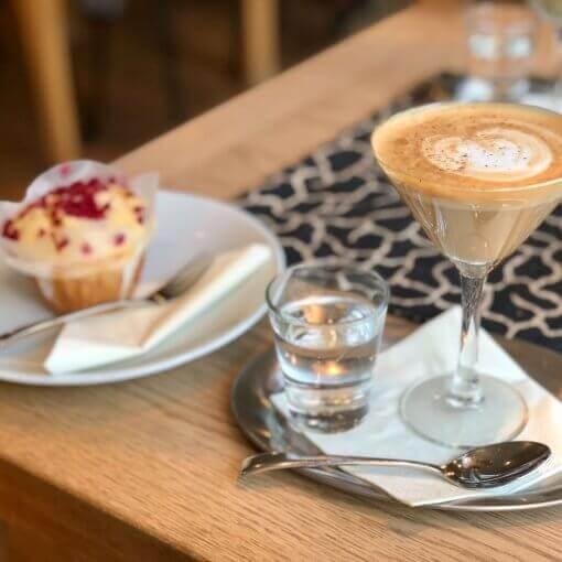 hom-nay-ban-da-kaffee-und-kuchen-chua