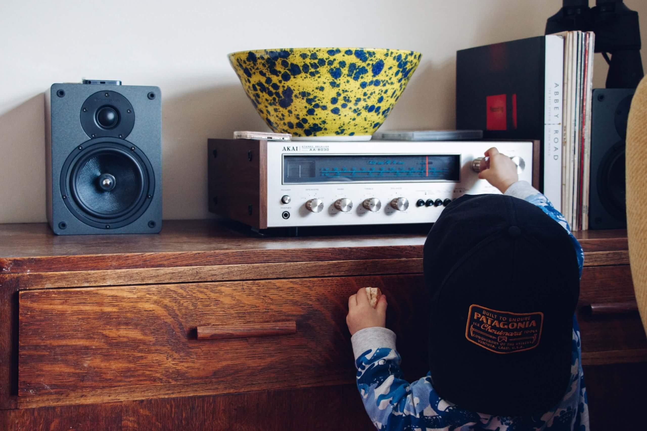 nguoi-duc-va-thoi-quen-nghe-radio